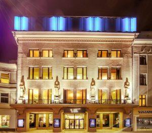 naktinis fasadas